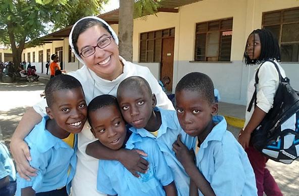 Irmã atuando na Educação na África